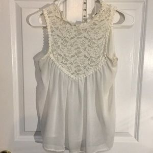 Tops - 🌸🌸White lace top🌸🌸